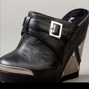 Black Graphic Wedges